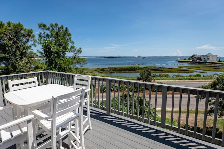 New Waterfront Condo with Perfect View!