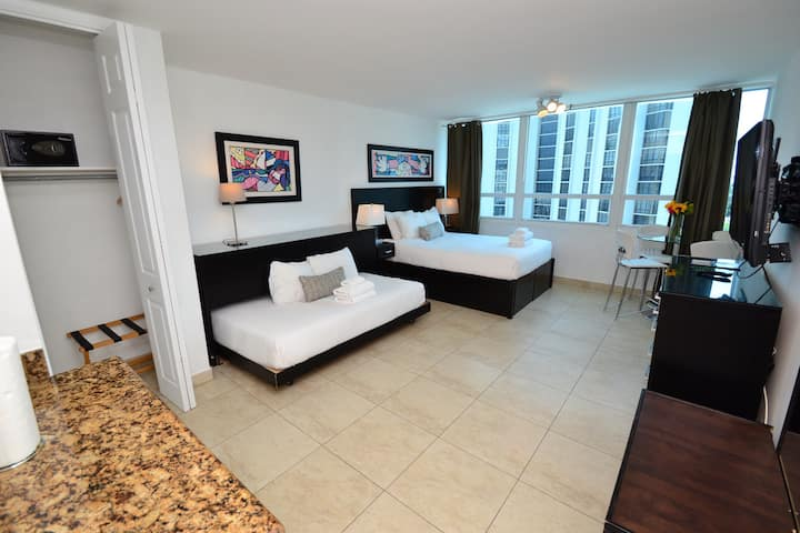 ★★★★★ Oceanfront Waterview New Condo Free Parking