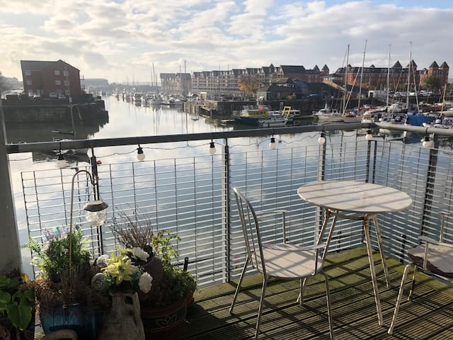 Luxury living *water front,* parking, g8 location