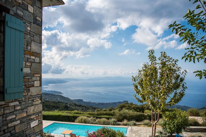 Pelion-Stonehouse with pool & amazing view - Agios Georgios Nilias
