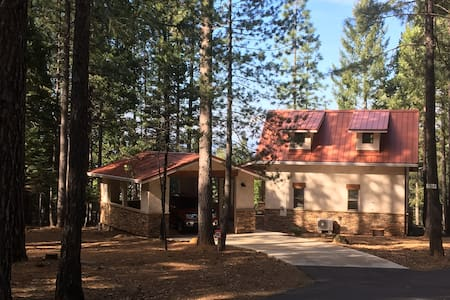 Shasta Forest Cottage, comfortably sleeps 4