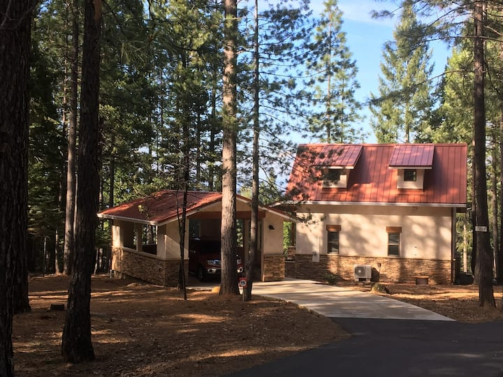 Shasta Forest Cottage, comfortably sleeps 4