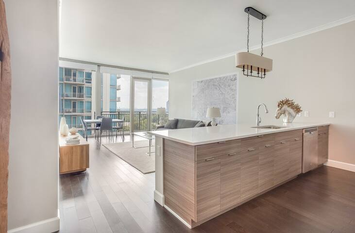 BUCKHEAD HIGHRISE UNIT WITH BREATHTAKING VIEW