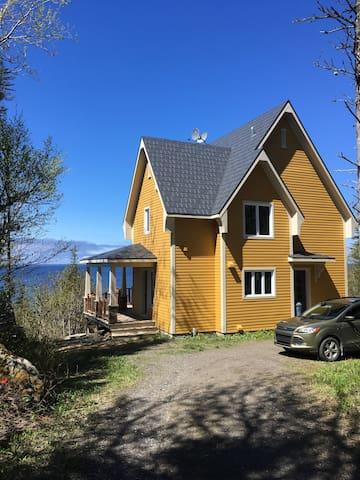 La maison jaune et la mer