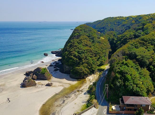 Incredibly located on Ohama beach