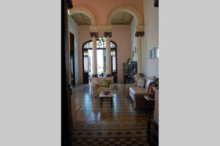 Casa de Momo - Cienfuegos - House