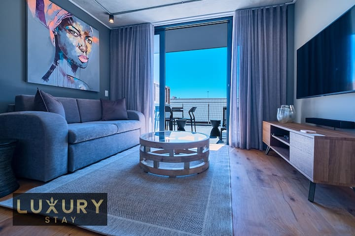 LuxuryStay One Bedroom Suite, Large Terrace. 317
