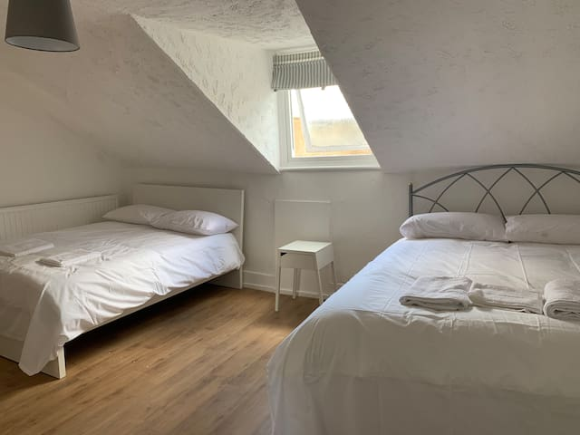 Lovely Room for 4P in Islington