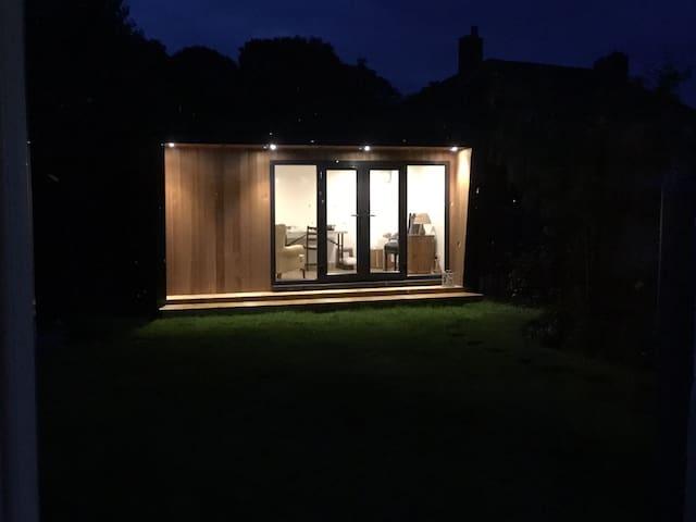 Garden room with double bed settee