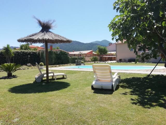 House comfortable pool and views of the Albères