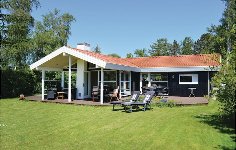 Holiday cottage with 3 bedrooms on 103m² in Gilleleje