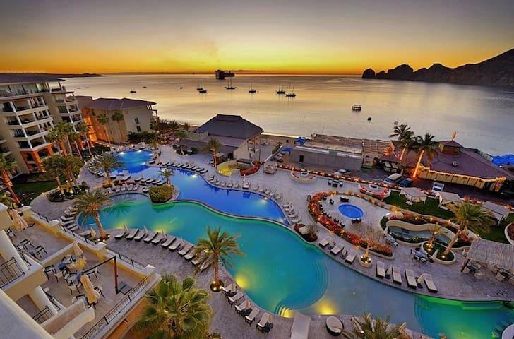 Hermoso hotel en el corazón de Cabo.