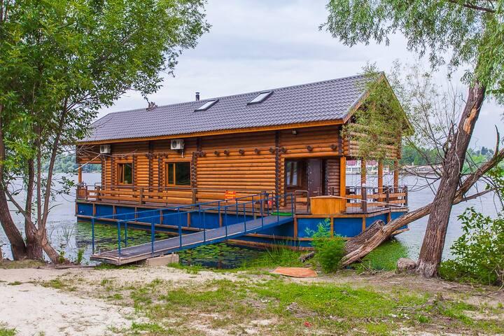 Дом с прекрасным видом на Днепр, дом на воде