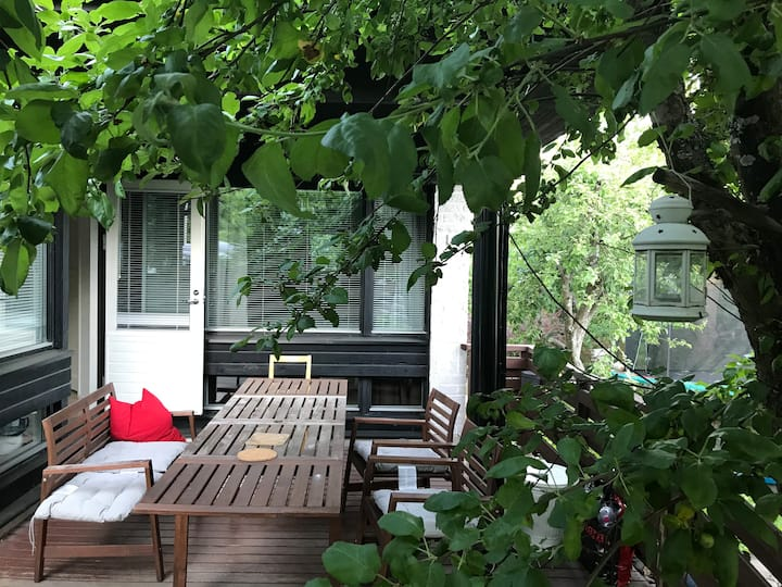 Beautiful house w terrace, firepl, garden & sauna