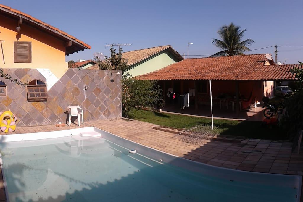 Fundos da casa com a Piscina e quintal