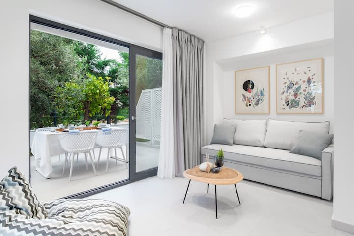 Mariya Art Living - Premium Garden Studio