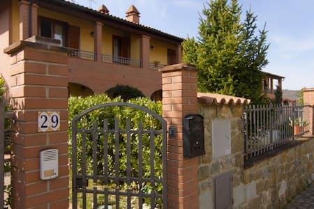 A splendid little house - Badia Agnano
