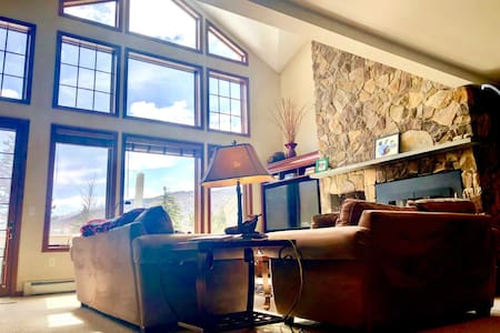 SH8: Gorgeous Stone Hill Townhome in the heart of Bretton Woods. Luxury home with great views, huge kitchen, fireplace, Jacuzzi tub and free shuttle to skiing and Mt Washington Hotel. PROFESSIONALLY CLEANED!