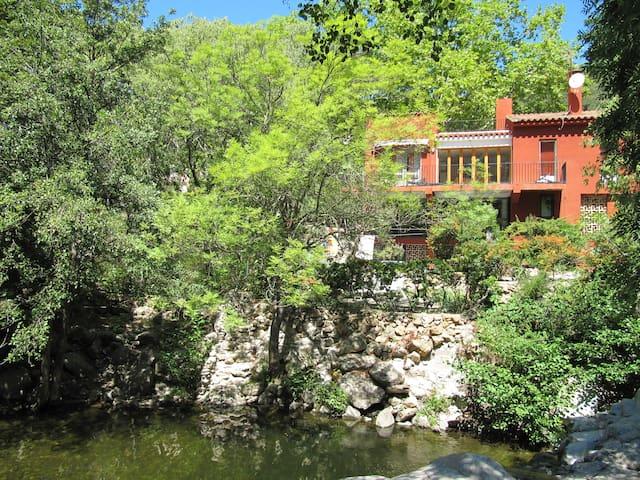 Villa 4 bed,  sleeps 8, idyllic natural pool