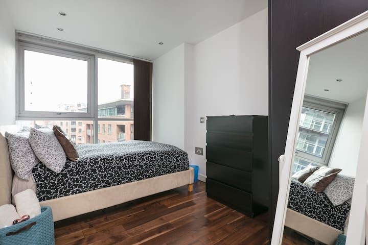 City Centre - Beautiful Dbl Room - Salford - Apartment