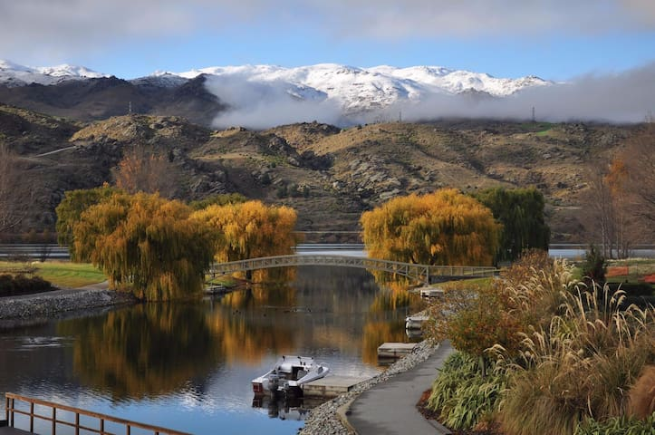 Private Lakeside Home  2 x Queen Bedrooms - Central Otago - เกสต์เฮาส์