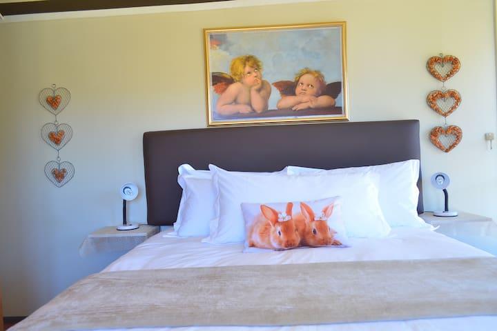Main Bedroom - Queen