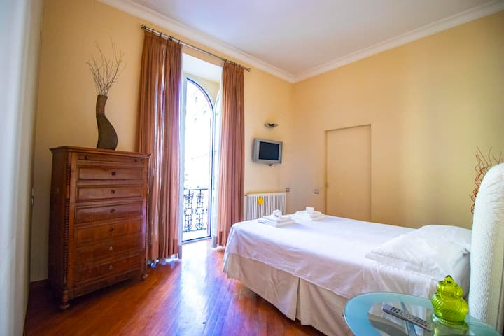 UMBERTO I  - TWO BEDROOM APARTMENT