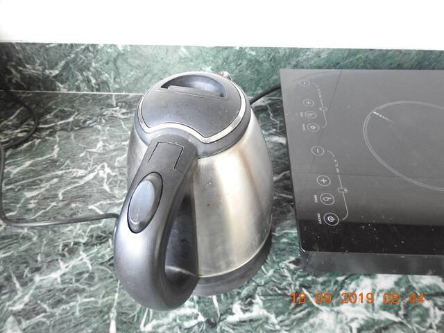 Electric kettle -  kitchen amenities