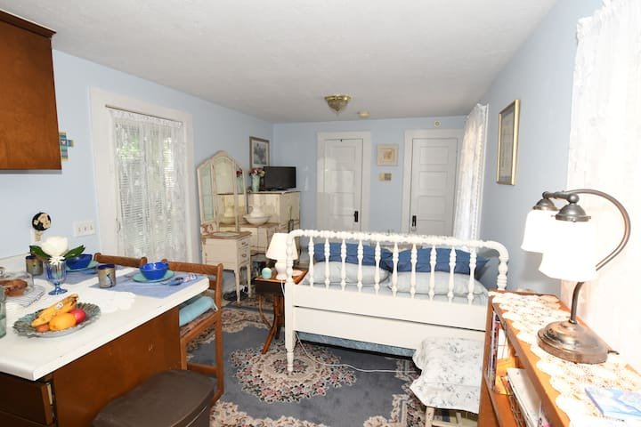 Historic Holle House - Tiny Carriage House