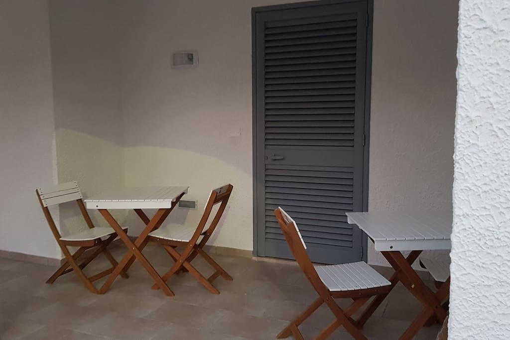 Camera con bagno privato prima colazione inclusa appartamento nuovo posto in ottima posizione 200 mt dalle più rinomate spiagge di Porto Cesareo Servizi inclusi: lavatrice, Wi-Fi, aria condizionata, TV in camera. Balcone con doccia esterna.