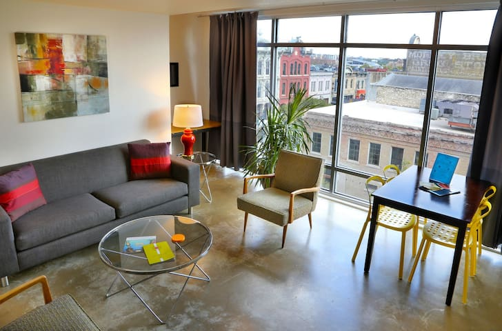 Stylish Loft on 6th St. Across from the Driskill