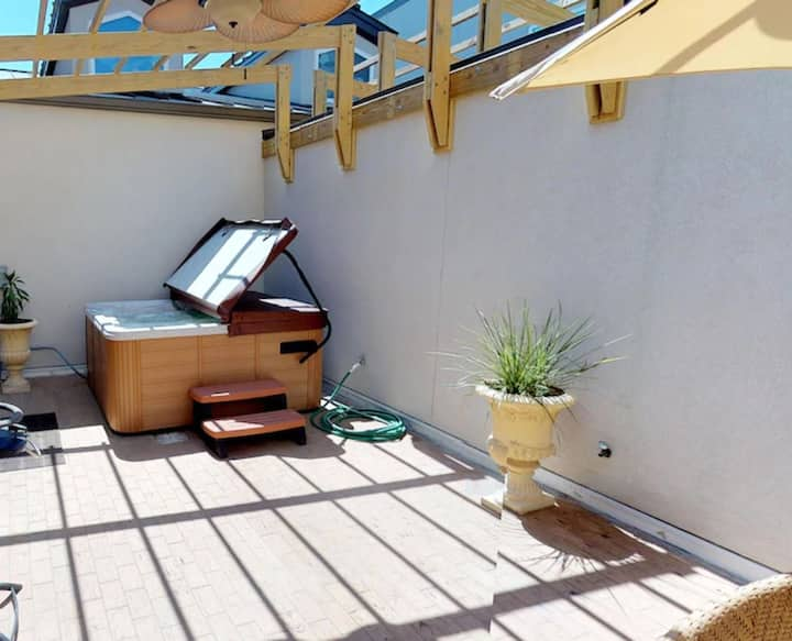 Beachside Colony bliss! Private HOT TUB/Courtyard!