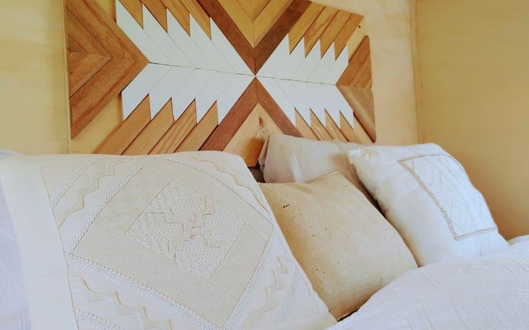 De loft/ slaapkamer. Ruim 2 persoonsbed.