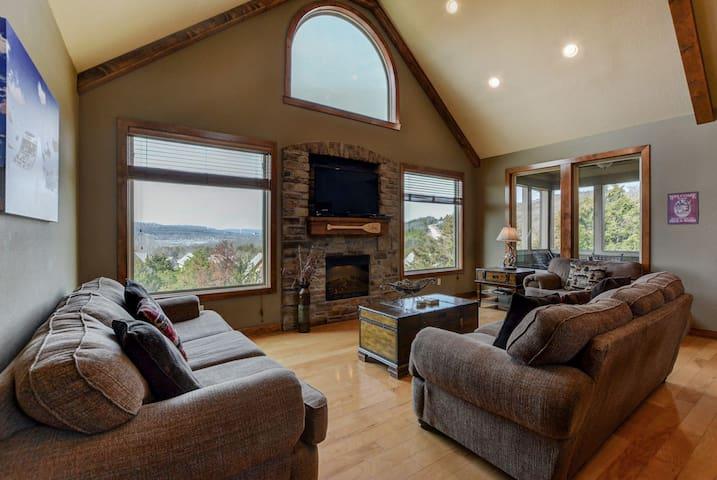 Lake View Lodge Most Pristine Home in Branson Cyn