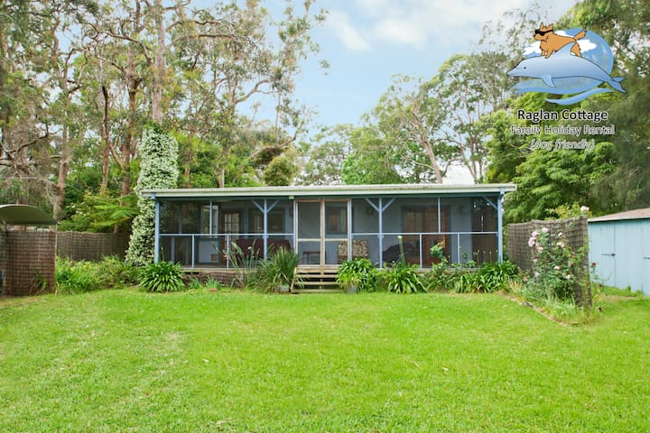 Raglan Cottage - Retro beach house - Culburra Beach