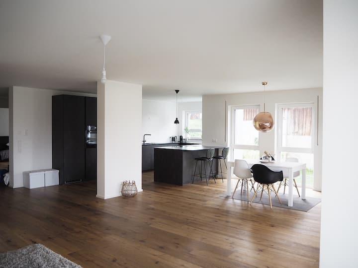 Luxus-Apartment- Garten, 2 Schlafzimmer, Seeblick
