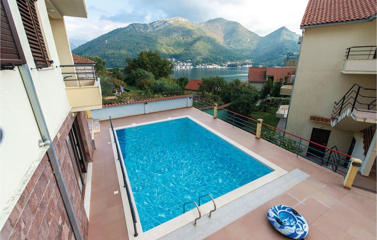 Holiday apartment with 3 bedrooms on 85m² in Kamenari