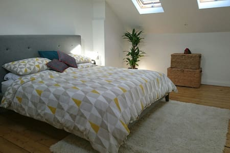 Bright spacious en-suite room - Bristol