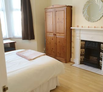 Spacious 2Double Bedroom Charming West London Flat - Lontoo