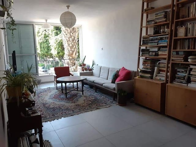 Lovely room in a green neighborhood