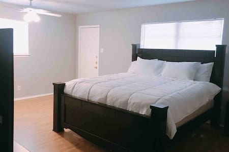 Spacious Studio with  King-size Bed
