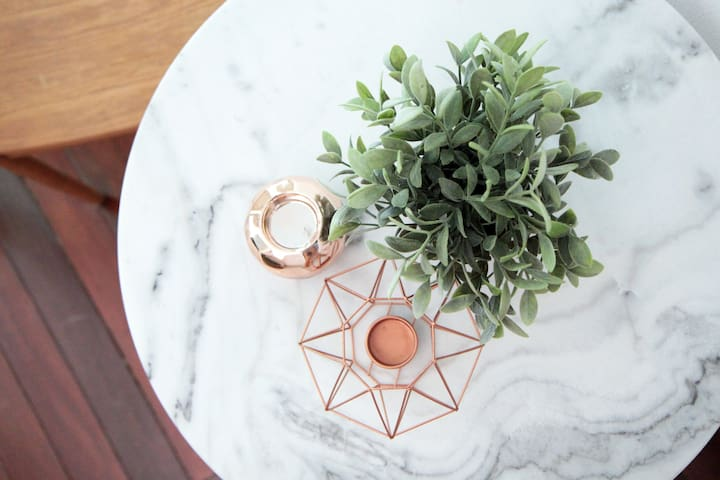 Gorgeous vintage marble table at your disposal for all the flatlays you can think of!;)