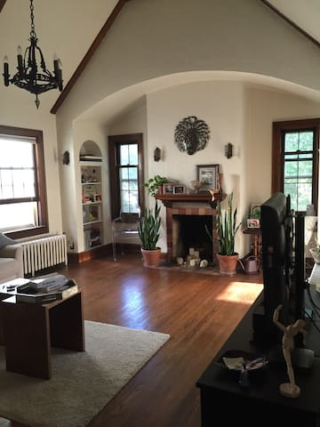 Private rm near UWM w/ parking. - Shorewood - Leilighet
