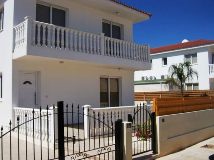 Villa Nuo, 3 bed villa near Nissi