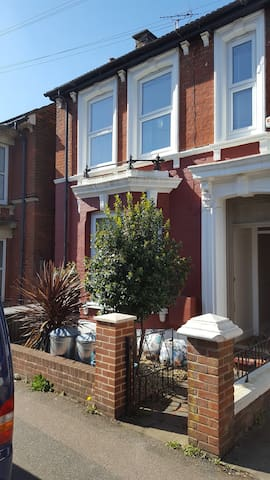 4 Bedroom Beautiful Victorian House - Ashford - Casa