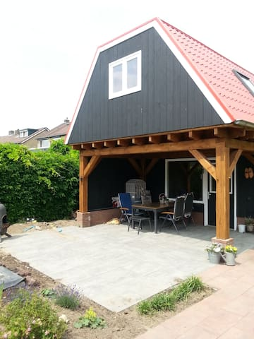 Guesthouse in mooie tuin.