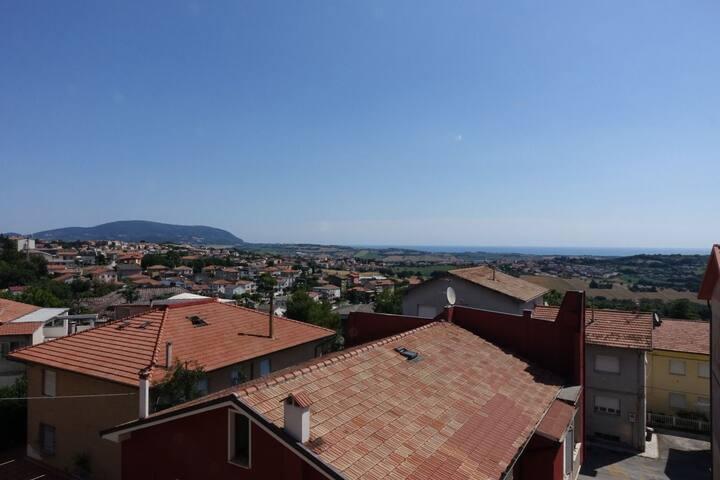 Vin Age Flat with Conero's View