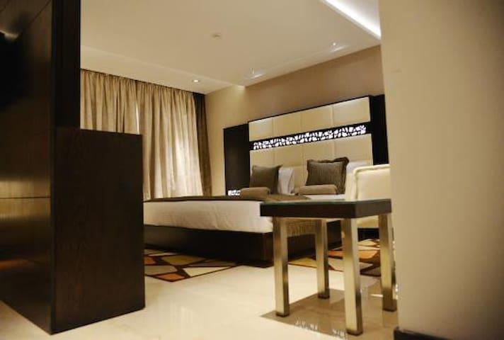 Nice Modern Suite Room - แอเรียน่า - ที่พักพร้อมอาหารเช้า