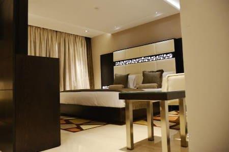 Nice Modern Suite Room - Ariana