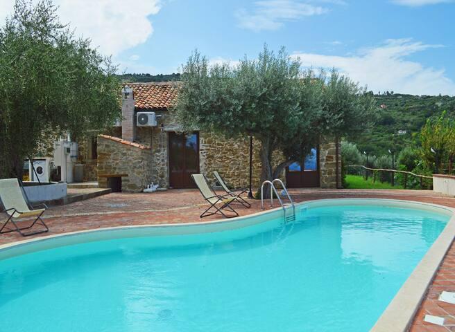 Villa Ale, beautiful seaview villa with pool